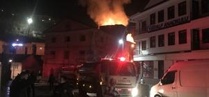 3 katlı metruk bina alevlere teslim Alevler gecenin karanlığını aydınlattı