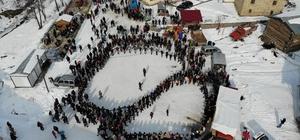 Kar üstünde horon havadan böyle görüntülendi Ardanuç 5. Kar Şenliği renkli görüntülere sahne oldu