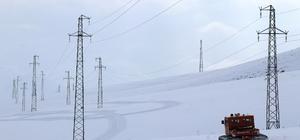 (Özel) Zorlu kış şartlarını teknolojiyle aşıyorlar VEDAŞ, karla kaplı dağlardaki arızalara gelişmiş teknolojiyle müdahale ediyor