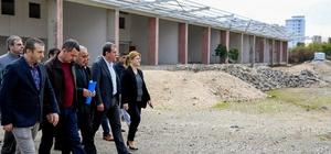 """Erdemli'nin 11 yıllık hal sorunu çözülüyor Mersin Büyükşehir Belediye Başkanı Vahap Seçer: """"İnşaatın yüzde 45'i bitmiş, geri kalanı için ihaleye çıkacağız"""" """"Erdemli için 300 milyon liralık yatırım söz konusu"""""""