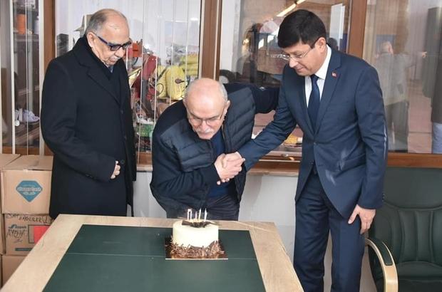 Başkan Özcan'dan Efsane Başkan'a doğum günü sürprizi