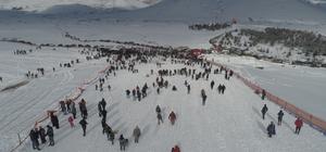 Ordu kış turizmini keşfetti Ordu Büyükşehir Belediye Başkanı Mehmet Hilmi Güler'in '3 ay değil 12 ay 4 mevsim Ordu' sloganıyla başlattığı turizm çalışmaları meyvesini veriyor. Binlerce insan hafta sonu kış turizmi için yaylalara akın ediyor