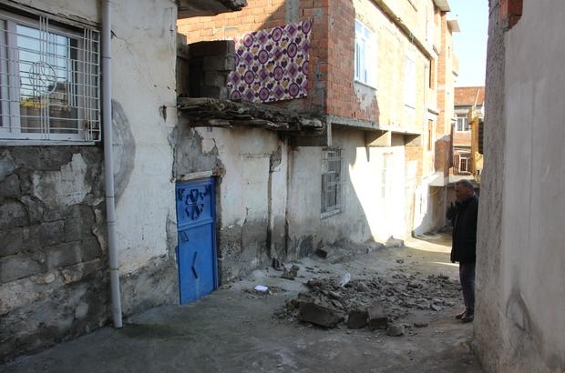 Duvar çöktü anne ve kızı altında kalarak ağır yaralandı ile ilgili görsel sonucu