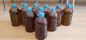 Sahte zeytinyağlarını vatandaşa yedirmişler İzmir'deki operasyonda 70 litre sahte zeytinyağı ele geçirildi