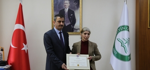 Görme engelli 51 yaşındaki Süheyla Köse üniversite diplomasını aldı Görme engeli üniversite hayaline engel olamadı