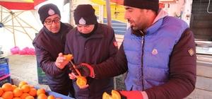 Zabıta ekiplerinden donmuş sebze meyve kontrolü