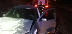 Traktör ile otomobil çarpıştı: 2 yaralı