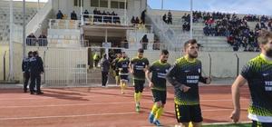 Amatör küme maçı depremde vefat edenler için saygı duruşu