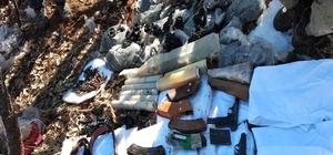 Diyarbakır'da teröristlerin inleri imha edildi Lice ve Kulp ilçelerinde düzenlenen operasyonlarda teröristlerin kullandığı tespit edilen 5 sığınak imha edildi Çevrede yapılan arama tarama faaliyetlerinde güvenlik güçlerinin yol güzergahına tuzaklanmış 30 kiloluk yağ tenekesi içerisinde amonyum nitrat ve şeker karışımı ile hazırlanmış el yapımı patlayıcı bulundu