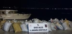 Isparta'daki kaçak 1 ton 250 kilogramlık kerevit avına 10 bin 788 lira ceza kesildi Eğirdir Gölü'nden kaçak olarak avlanan 1 ton 250 kilogram kerevit Jandarma ekiplerince yakalandı