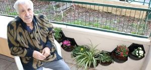 86 yaşındaki adam, yalnızlığını çiçeklerle aşıyor