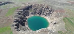 Anadolu'nun nazar boncuğu adeta gözden kayboldu Sivas'ın Zara ilçesinde Turkuaz rengi ile dikkat çeken Kızılçan gölü, soğuk hava ve kar yağışı nedeniyle adeta gözden kayboldu