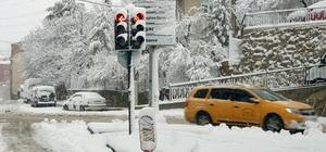 Gümüşhane'de kar yağışı İl merkezinde kar kalınlığı 22 santimetreye ulaşırken, 246 köy yolu ulaşıma kapandı