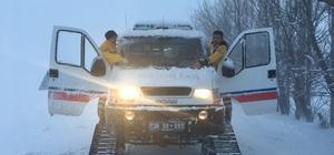 112 ekipleri yoğun kar yağışı altında hastaların çağrısına paletli ambulansla ulaştı 112 ekipleri hem arazi şartları hem de yoğun kar yağışı ile mücadele ediyor