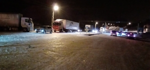 Gürün'de karda mahsur kalan 200 kişi ilçede misafir ediliyor Kar yağışı hayatı felç etti