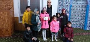 Yarıyıl tatilinde camiye giden çocuklar cami imamı tarafından ödüllendirildi