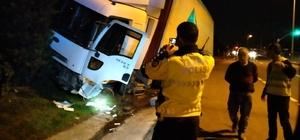 Alkollü sürücünün kullandığı tır bariyerleri parçaladı Ayakta duramayan sürücü gözaltına alındı