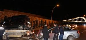 Otomobil hafif ticari araçla çarpıştı: 4 yaralı