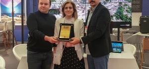Mersin Büyükşehir, EMITT'te 'Bölge Tanıtımını En İyi Yansıtan Stant' ödülünü aldı