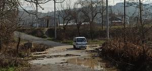 Aşırı yağışlar köyün ulaşımını kapattı, mezarlar sular altında kaldı