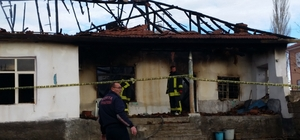 Konya'da müstakil ev çıkan yangın sonrası kullanılamaz hale geldi