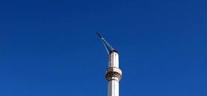 Minare kubbesinin yıkılma anı İHA kamerasında Şiddetli rüzgar Denizli'de hayatı felç etti Rüzgar cami minaresinin cam kubbesini böyle devirdi