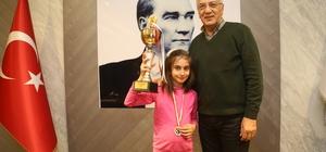 9 yaşında satranç şampiyonu oldu, sevincini Başkan Tarhan'la paylaştı