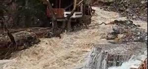 Yahyalı'da sel yıktı geçti