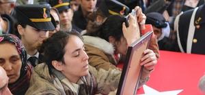 Artvin'de çığ şehidi son yolculuğuna uğurlandı Şehidin kız kardeşi ağabeyinin montunu giyerek asker selamı verdi