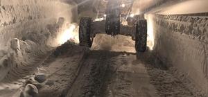 Denizli Büyükşehir belediyesi 14 ilçede karla mücadele ediyor Yollarda kar mücadelesi parklarda ise kar keyfi yaşanıyor