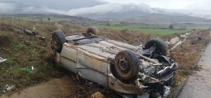 Gaziantep'te otomobil takla attı: 3 yaralı Takla atıp hurdaya dönen araçtan sağ çıktılar