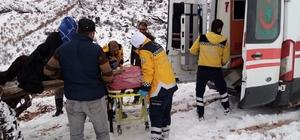 Hasta traktörle ambulansa ulaştırıldı