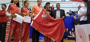 Nizip Kick Boks'ta Türkiye Şampiyonu oldu