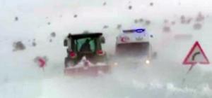 Kara saplanan ambulans traktörlerle kurtarıldı