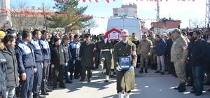 Şehit uzman onbaşıyı binler uğurladı Barış Pınarı Harekatı bölgesinde askeri zırhlı aracın devrilmesi sonucu şehit olan Piyade Uzman Onbaşı Ceyhun Taş, Kahramanmaraş'ta toprağa verildi