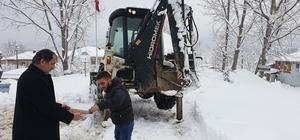 Başkan Şahin'den kar ekibine sürpriz Başkan Birol Şahin çalışanları unutmadı tatlı ikram etti