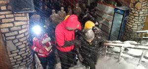 Van Gölü kıyısında donma tehlikesi geçiren göçmenler hastaneye kaldırıldı