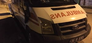 Ambulansın aynasını kırıp kaçtılar