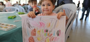 Çocuklardaki depremin izleri masalla siliniyor Akhisar'da depremin izleri siliniyor Anadolu Masalları Akhisar'da canlandı
