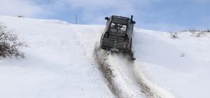 Karın tadını Off-road yaparak çıkardılar Sivas'ta bir grup Off -road tutkunu etkili olan kar yağışının tadını off road yaparak çıkardı