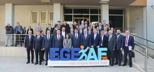 Cumhurbaşkanlığı'ndan İzmir'de kariyer fuarı Gençler CV'lerini sunacak, CEO'lar fuarda yer alacak Egeli öğrenci ve mezunlar, EGEKAF'20'de kariyerlerine adım atacak
