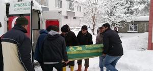 İstanbul'dan gelen cenaze, kar nedeniyle 3 gündür defnedilemedi