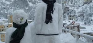 Rizeli Halil Kazdal 8. katta kardan adam yaptı