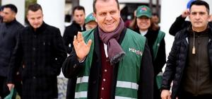 """Başkan Seçer: """"Yıllık yaklaşık 600 bin ton evsel atık topluyoruz"""" Mersin Büyükşehir Belediye Başkanı Vahap Seçer, kent temizliğinde kullanılmak üzere filoya katılan yeni hafif araçları temizlik işçisi kadınlarla birlikte denedi"""