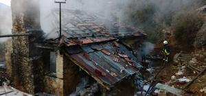 Dalaman'da ahşap ev yangını Dalaman Çöğmen Mahallesinde sobadan çıktığı tahmin edilen yanında ahşap bina kullanılmaz hale geldi.