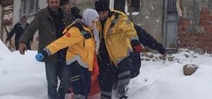 Köyde mahsur kalan yaşlı hasta kurtarıldı