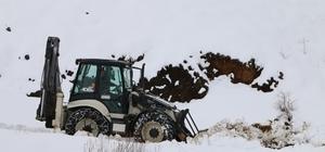 Erzincan'da kar ve tipiden kapanan yollar açılıyor