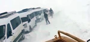 Tekman'da öğrenci servisleri yolda mahsur kaldı
