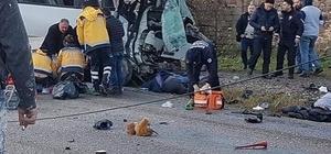 İzmir'de işçi servisi ile kamyon çarpıştı: 4 ölü, 8 yaralı