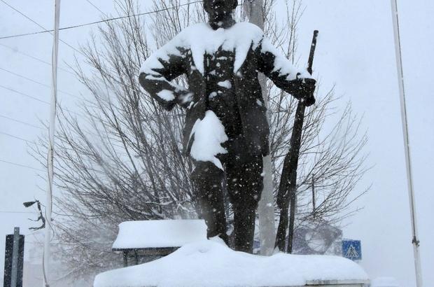 Adana Tufanbeyli'de karla mücadele Kapanan yollar belediye ekiplerince ulaşıma açılıyor